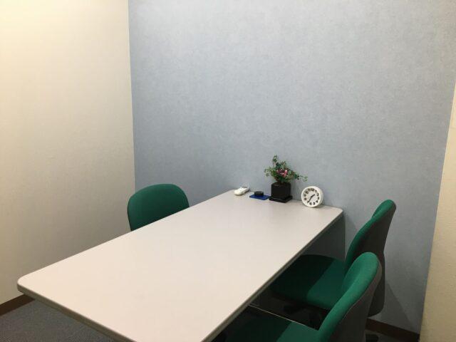 小会議室(4人)